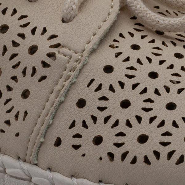 Blucher super blandito perforado con suela de goma flexible
