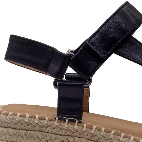 Sandalia con mini cuña y tiras