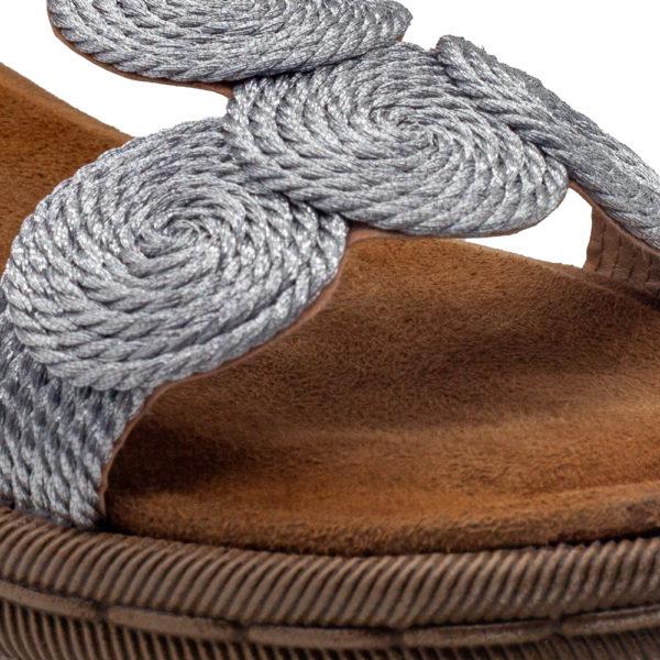 Sandalia trenzada de circulo plata con planta súper acolchada