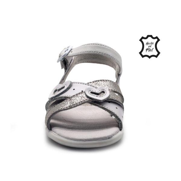 Sandalia de corazones con tiras metalizadas y hebilla