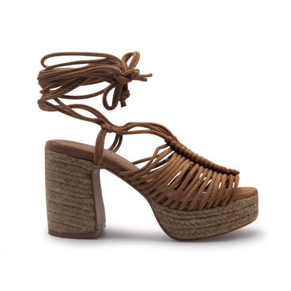 Sandalia de yute multicuerdas atada a la pierna