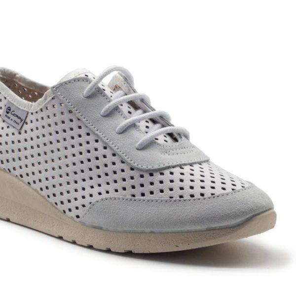 Sneakers atado de antelina maarón claro perforado con cuñita y plantilla transpirable