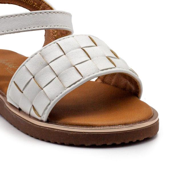 Sandalia trenzada dorada con hebilla
