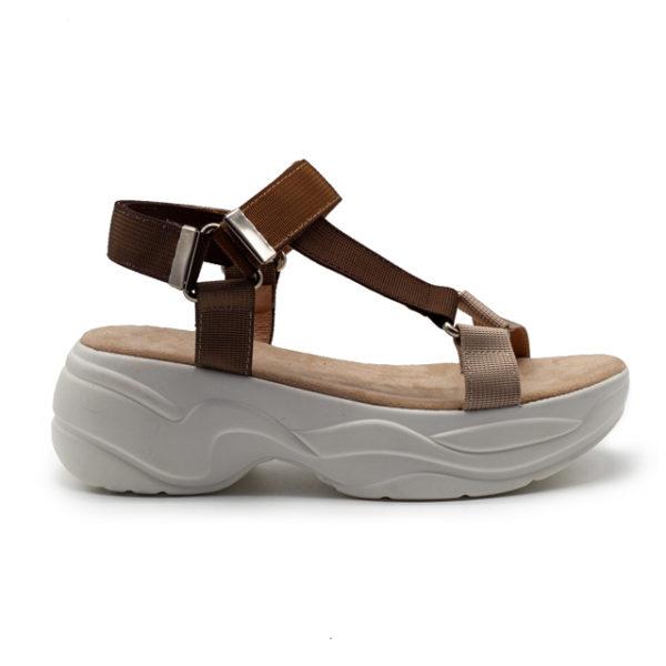 Sandalia beige/marrón con plataforma y tiras nylon