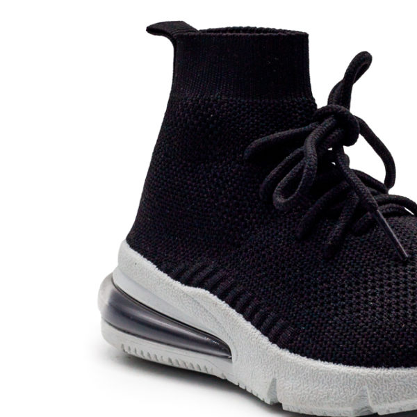 Bota deportiva calcetín de nylon.
